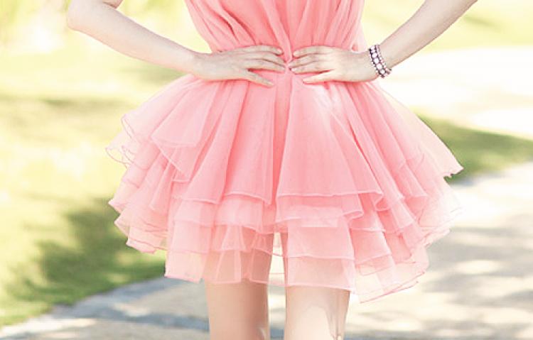 pembe elbise giyen birini görmek