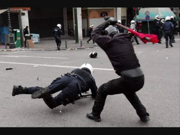 polis dövmek