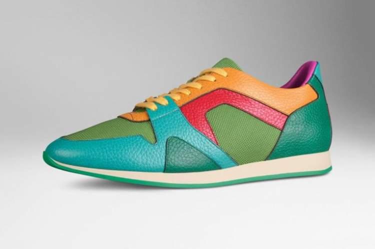 rengarenk ayakkabılar görmek