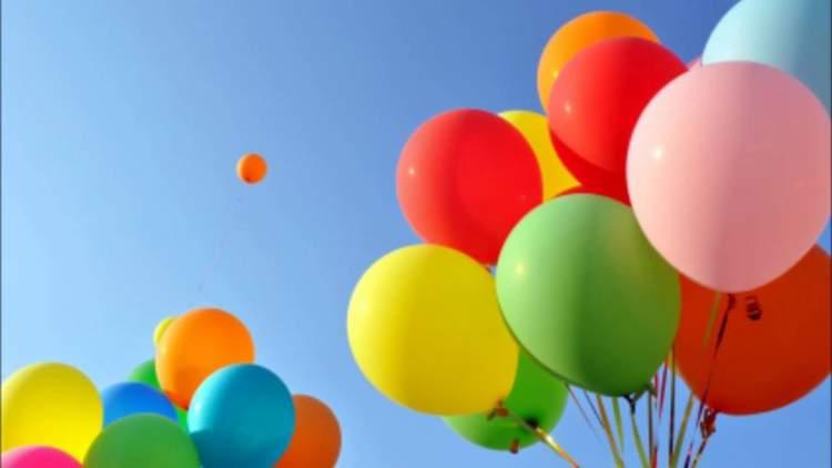 renkli balon görmek