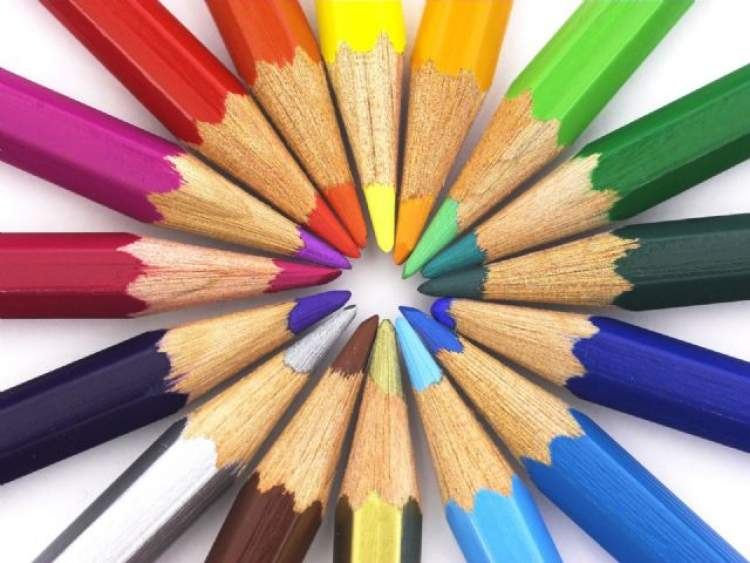 renkli kalemler görmek