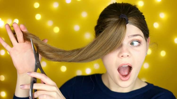 saç kestiğini görmek