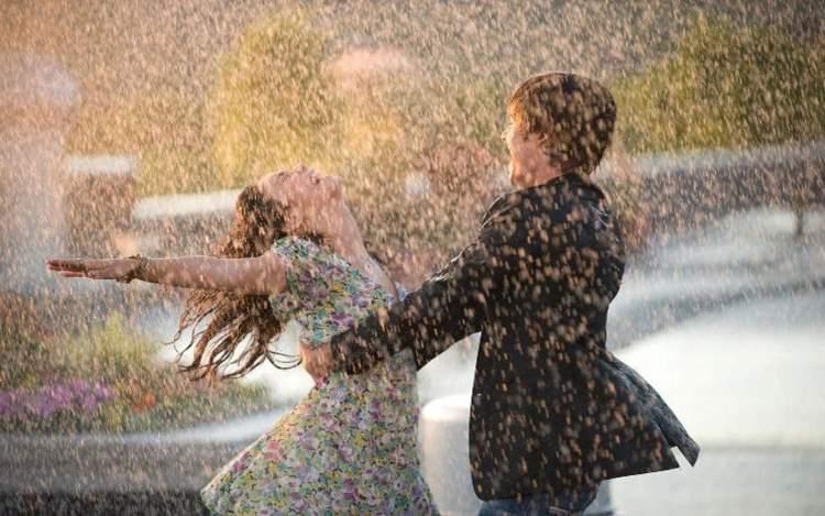 sevdiğin kişiyle yağmurda ıslanmak