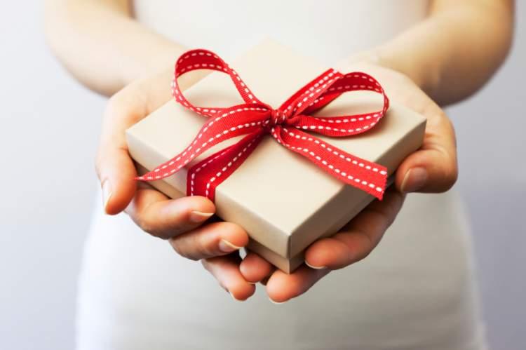 sevgiliden hediye almak