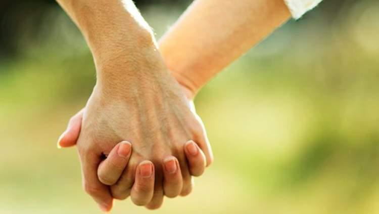 Rüyada Sevgiliyle El Ele Tutuşmak