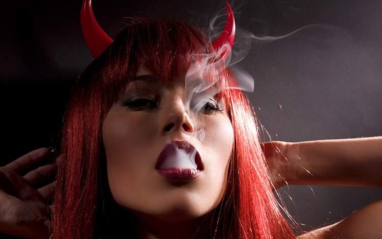 şeytanı kadın kılığında görmek
