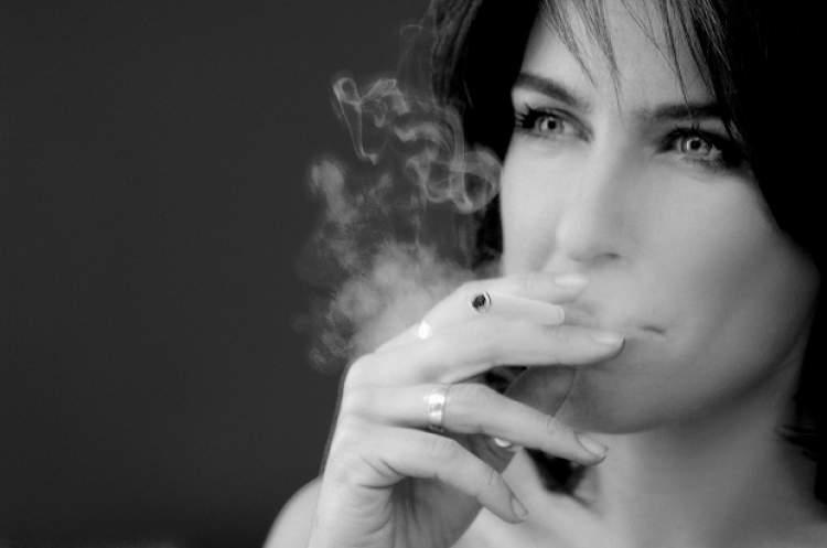 sigara içen görmek