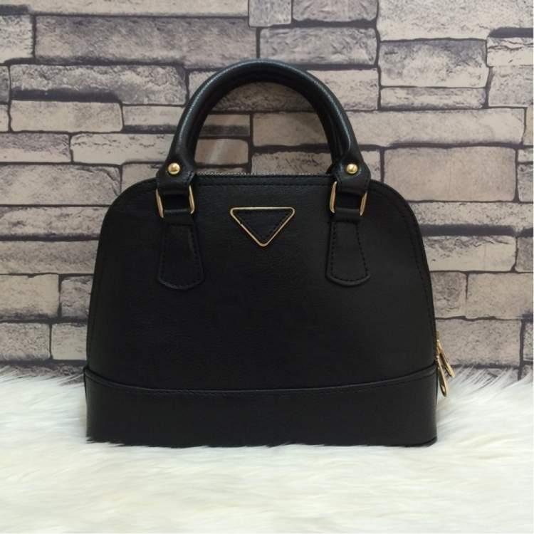 siyah çanta görmek