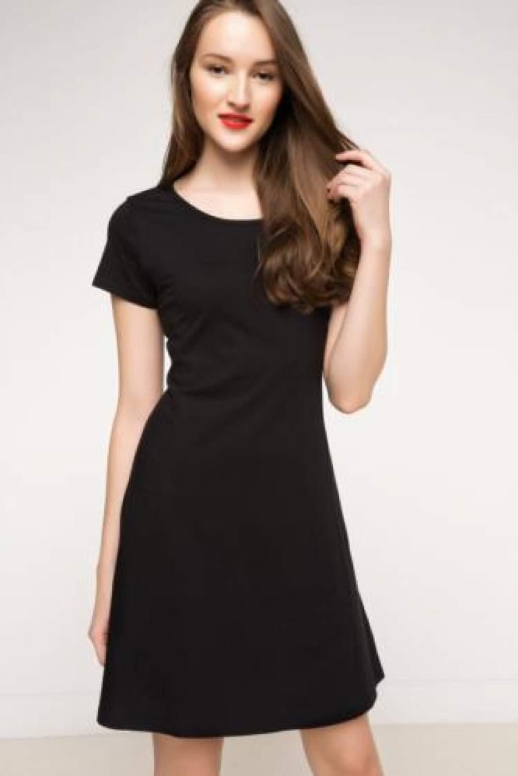 Rüyada Siyah Elbise Giyen Birini Görmek