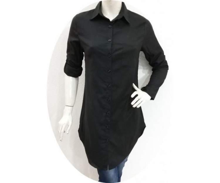 siyah gömlek giymek