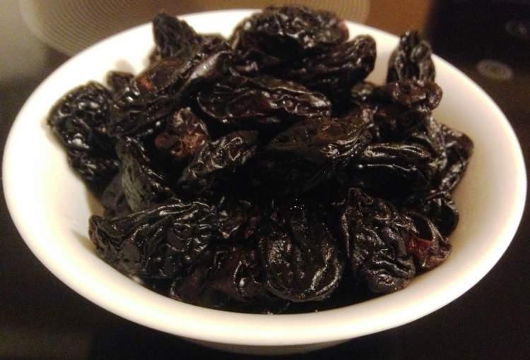 siyah kuru üzüm görmek