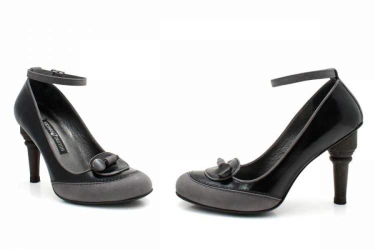 siyah topuklu ayakkabı görmek
