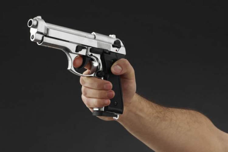 tabancayla ateş etmek