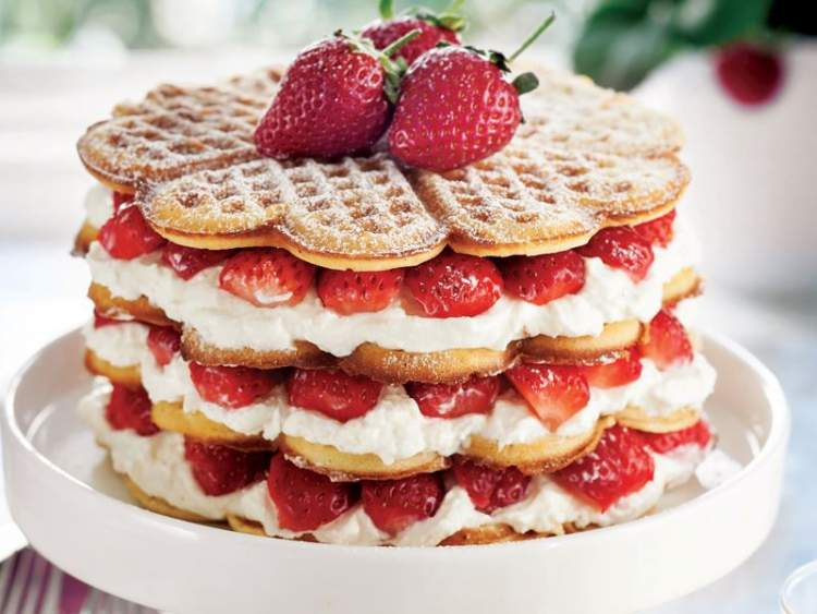 Rüyada Tatlı Pasta Yemek