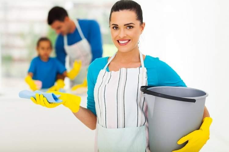 temizlikçi kadın görmek