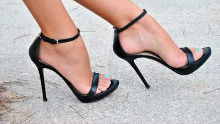 topuklu ayakkabı görmek