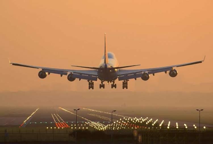 uçağa binmek için hazırlanmak
