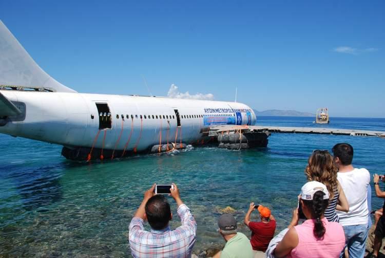 uçağın denize düştüğünü görmek