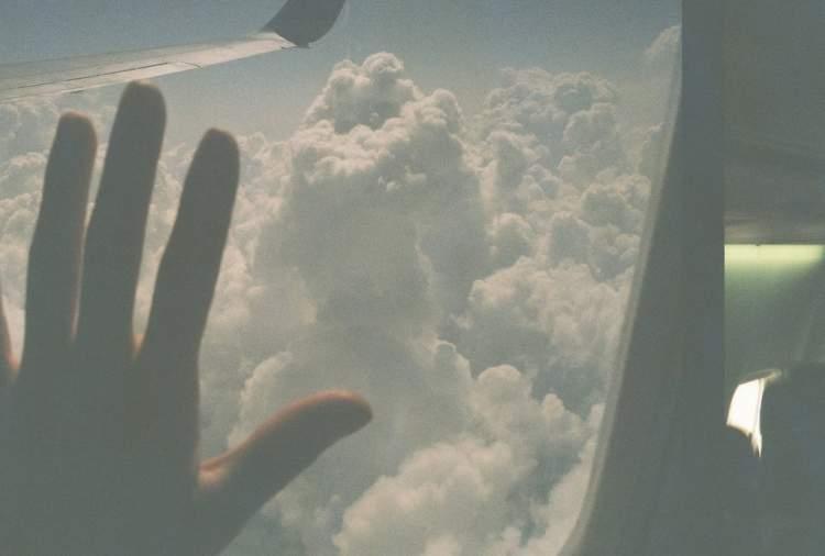 uçakla uçtuğunu görmek