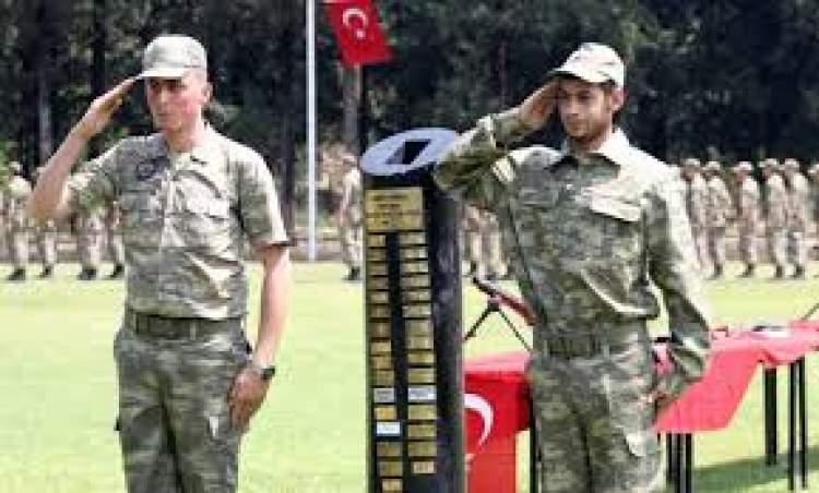 üniformalı asker görmek