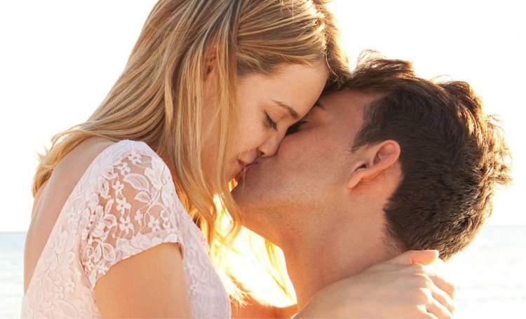 ünlü biriyle öpüşmek