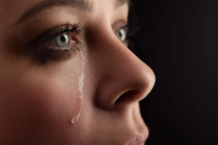 üzüntüden ağlamak