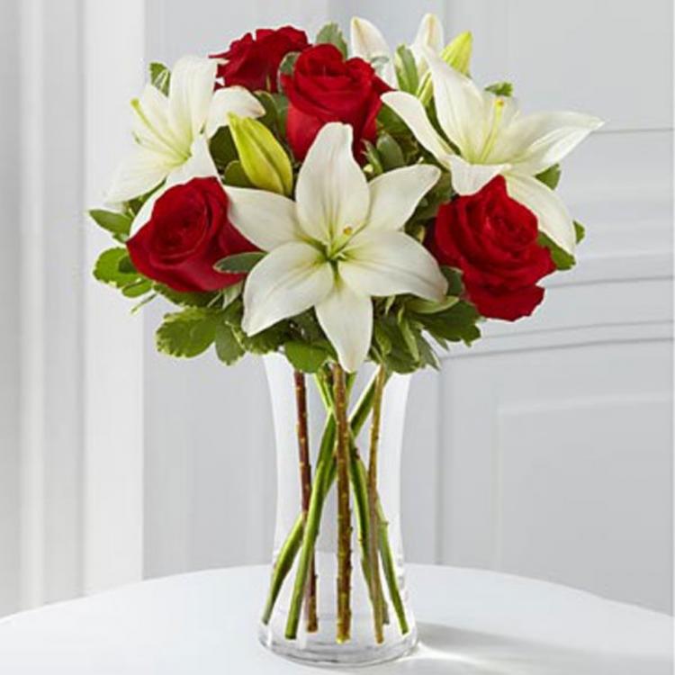 vazoda çiçek görmek