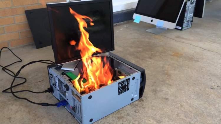 yanan bilgisayar görmek