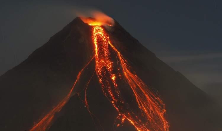 yanardağ patlaması görmek