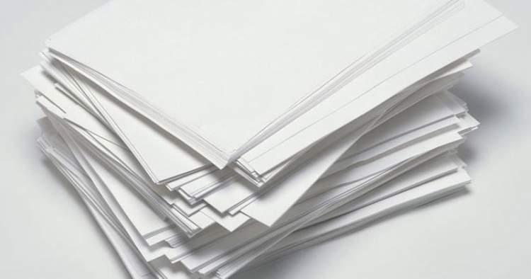 yazılı beyaz kağıt görmek