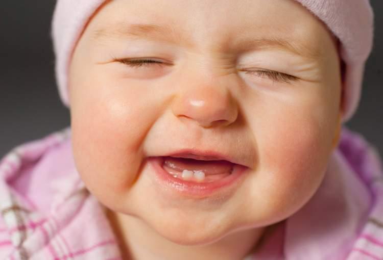 Rüyada Yeni Doğmuş Bebekte Diş Görmek