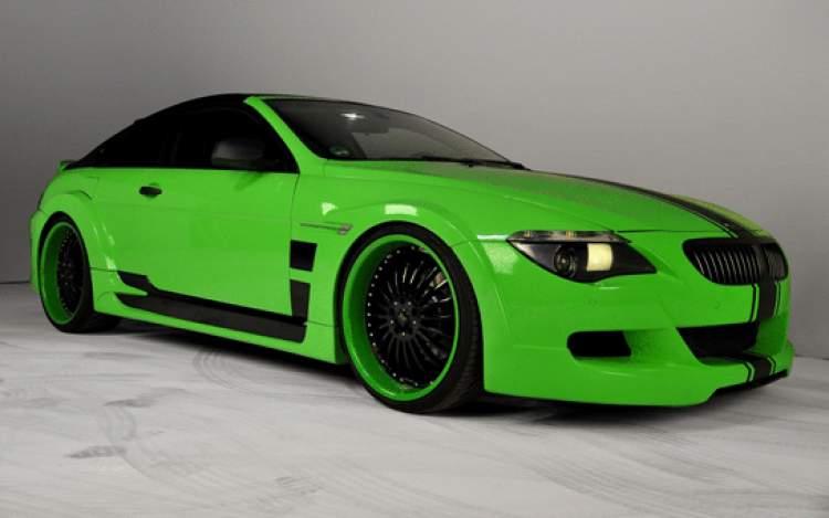 yeşil arabaya binmek
