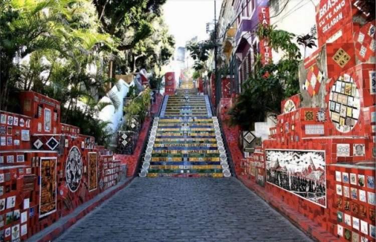 Rüyada Yüksek Merdiven Çıkmak
