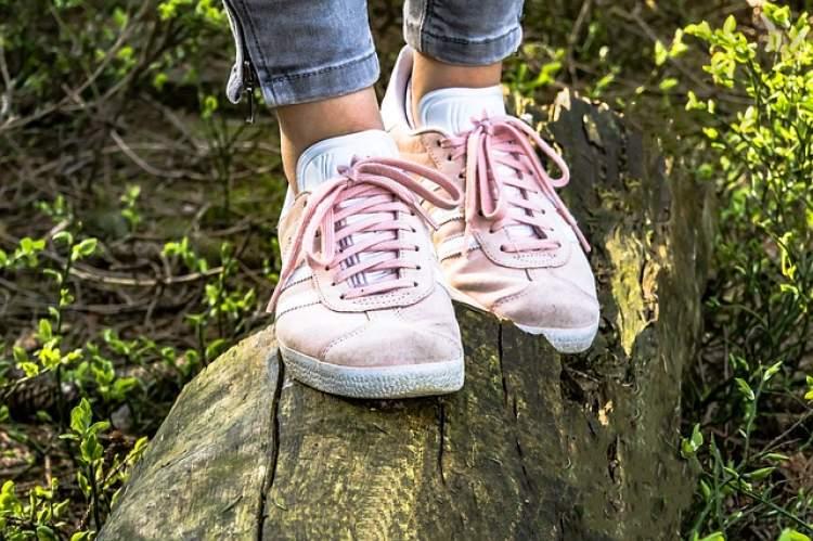 ayakkabı ustune ayakkabı giymek