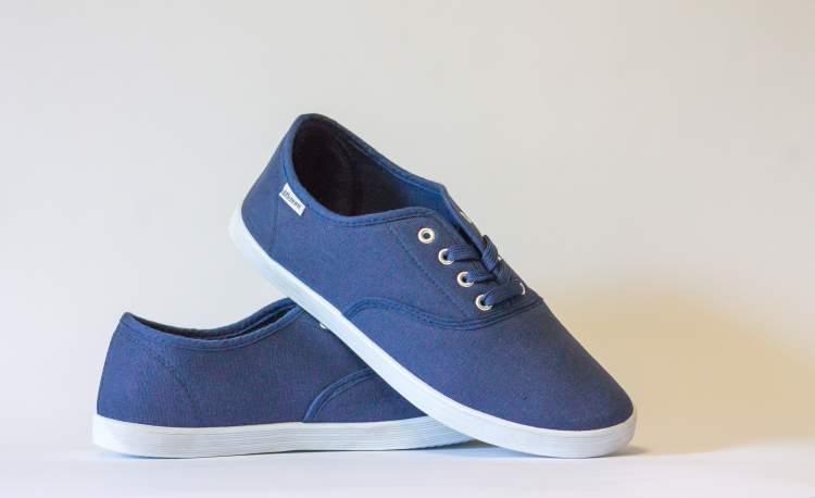 ayakkabı uzerine ayakkabı giymek