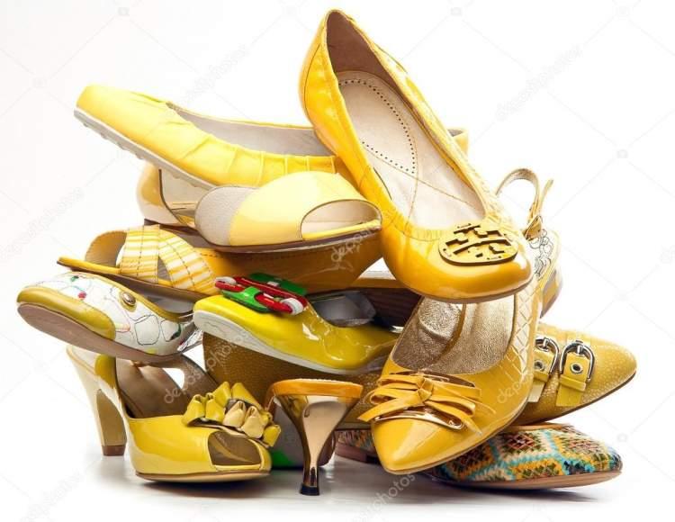 ayakkabı yığını görmek