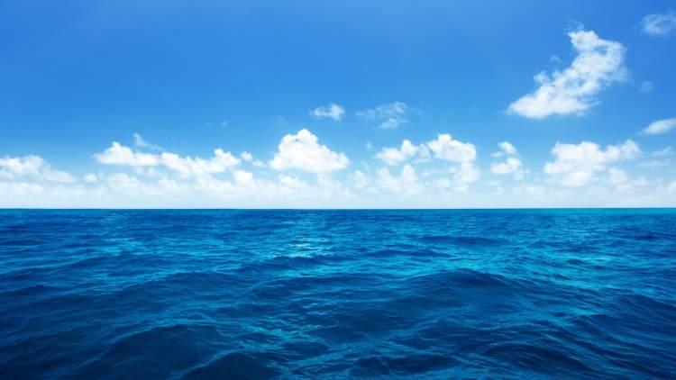 bebeğin denize düştüğünü görmek