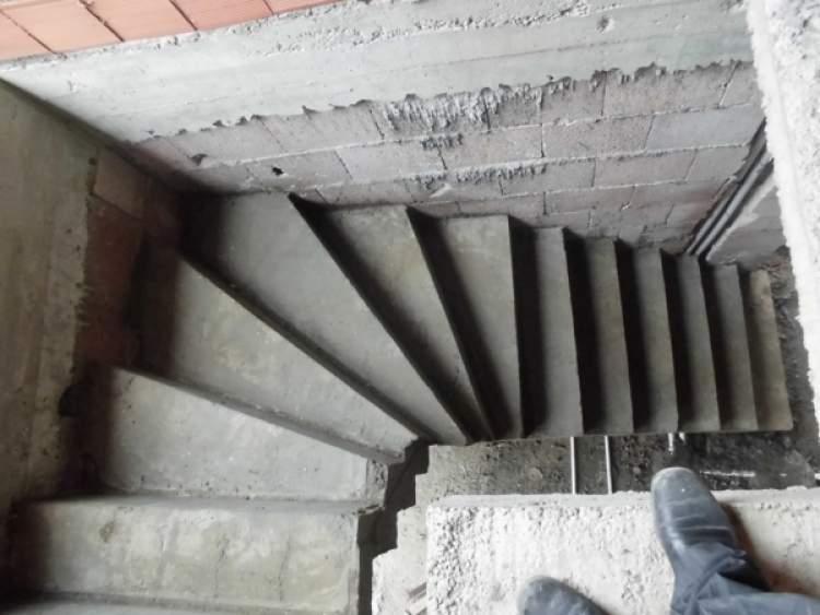 beton merdiven inmek görmek