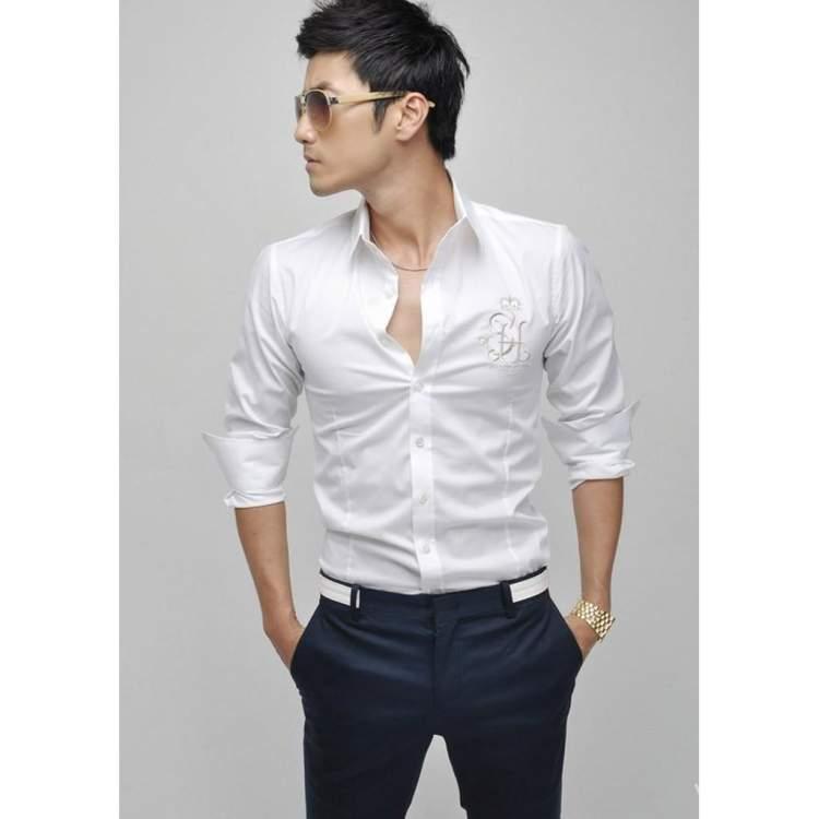 beyaz gömlek siyah pantolon giymek