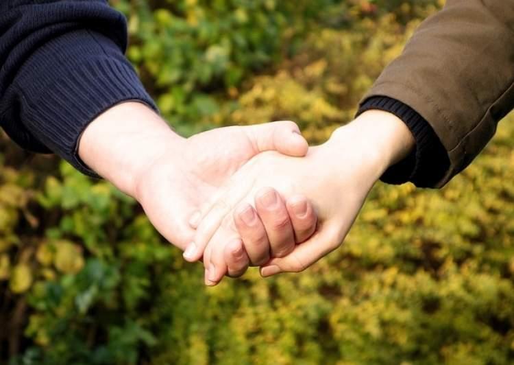 ruyada birinin elini tutmasi