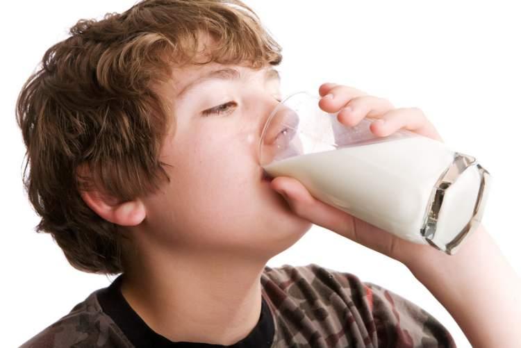 cam bardakta süt içmek