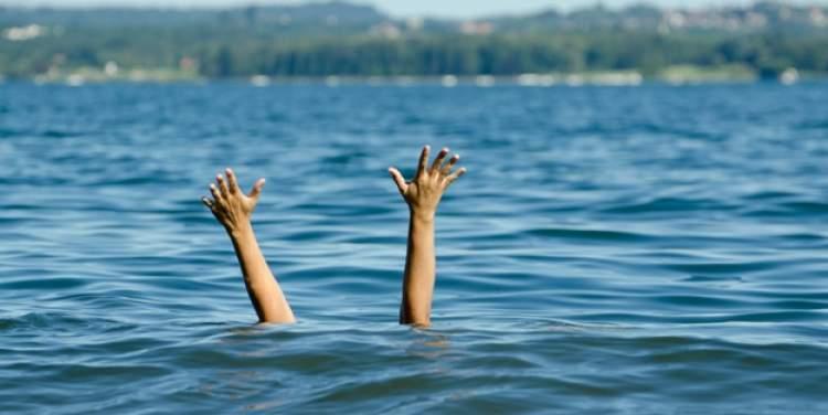 denizde yüzerken boğulan birini kurtarmak