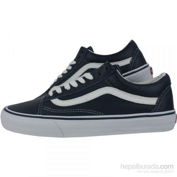 eski siyah ayakkabı giydiğini görmek