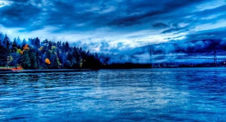 gece vakti denizde yüzmek