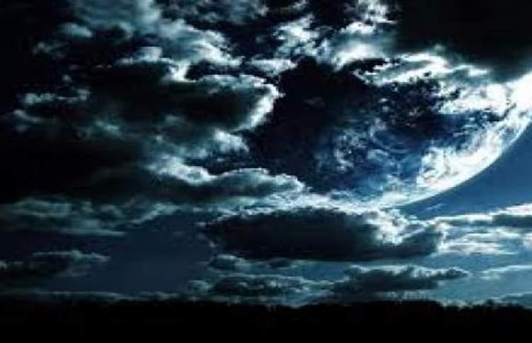 kara kara bulutlar görmek