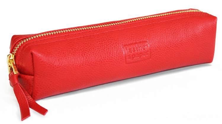 kırmızı kalem kutusu görmek