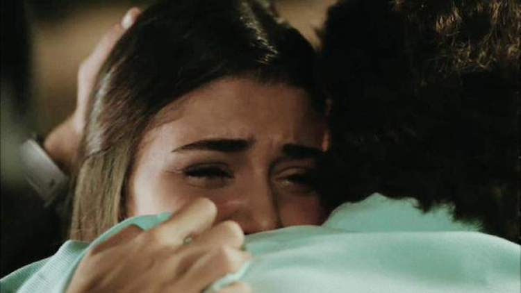 ölmüş birini canlı görüp sarılıp ağlamak