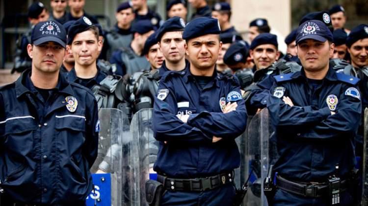 polis elbisesi giymek