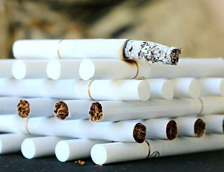 sigara paketini başkasına vermek