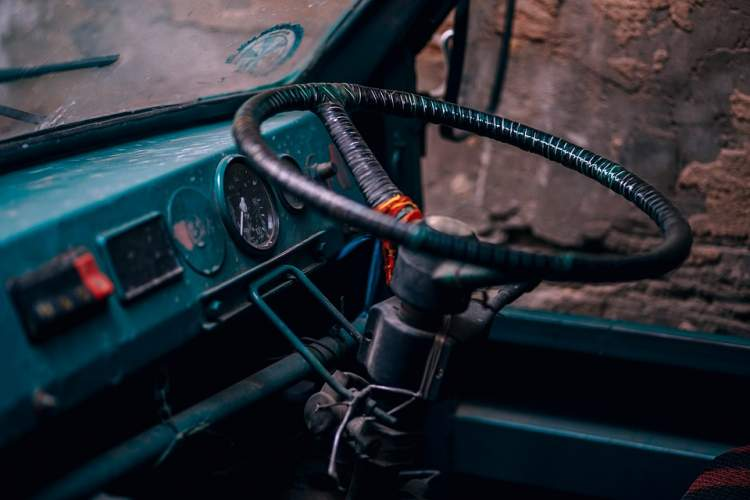 siyah minibüs kullanmak